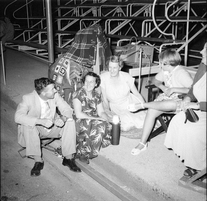 Royal Tour 1954 - people [RW1574.253] (1).jpg