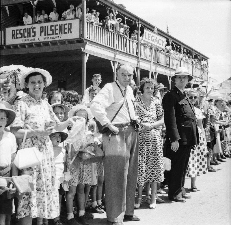 Royal Tour 1954 - crowds [RW1574.253] (1).jpg