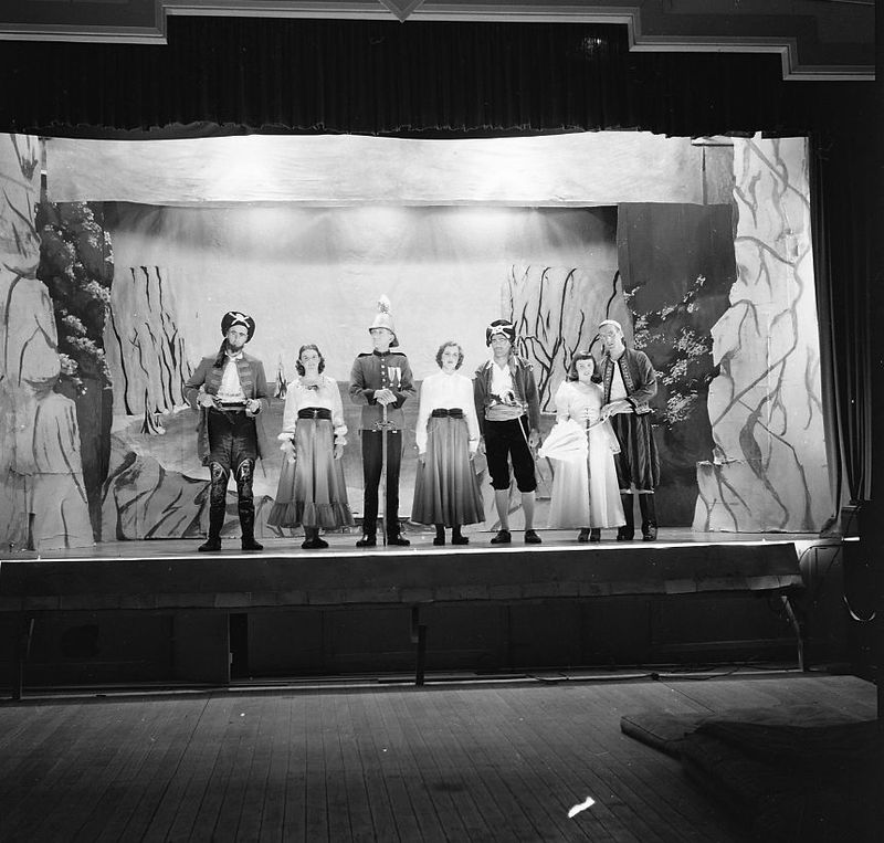 1950 - Pirates of Penzance5.jpg