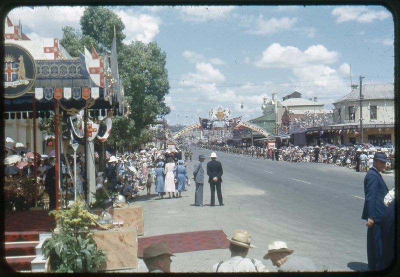 Royal Tour 1954 - crowds [RW1574.488] (6).jpg
