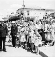 Royal Tour 1954 - crowds [RW1574.253] (4).jpg