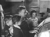 1951-Gurwood Street School Excursion3.jpg